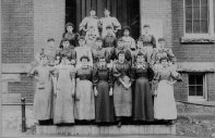 (image courtesy of Manchester Historic Association) Group portrait of 21 Amoskeag Mill Women