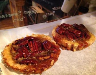 Cafe La Reine | mini pecan pie
