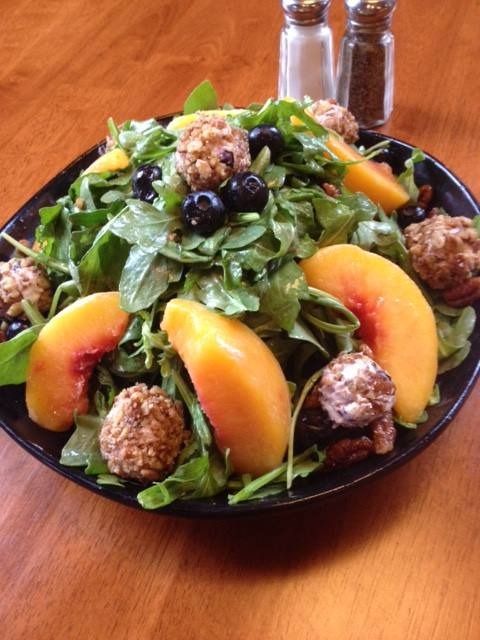 recipe: arugula and peach salad with honey vinaigrette [23]