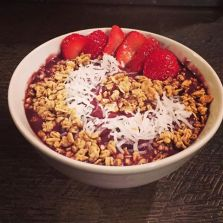 Cafe La Reine | acai bowl
